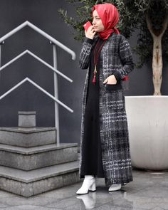 Image may contain: 1 person, standing Hijab Chic, Casual Hijab Outfit, Muslim Women Fashion, Islamic Fashion, Abaya Style, Caftan Dress, Hijab Dress, Abaya Fashion, Fashion Dresses