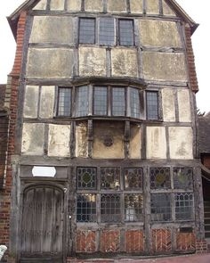 David Wilson – Elizabethan building in Ditchling High Street, Sussex…England – architecture Old Buildings, Abandoned Buildings, Abandoned Places, Medieval Houses, Medieval Town, Architecture Old, Historical Architecture, Interesting Buildings, Beautiful Buildings
