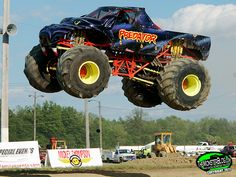 Big Monster Trucks, Monster Mud, 4x4 Trucks, Cool Trucks, Gas Monkey Garage, Bugatti Veyron, Car Humor, Bigfoot, Predator