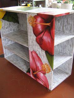 Pintura em prateleira de madeira