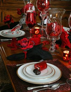 Red and white table decorations