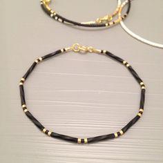 Black and gold Simple bracelet gold minimal jewelry tiny bead layering bracelet Schwarz und Gold einfach Armband Goldschmuck von ToccoDiLustro Seed Bead Jewelry, Beaded Jewelry, Jewelry Bracelets, Handmade Jewelry, Chain Bracelets, Jewelry Logo, Recycled Jewelry, Gemstone Jewelry, Gold Jewelry