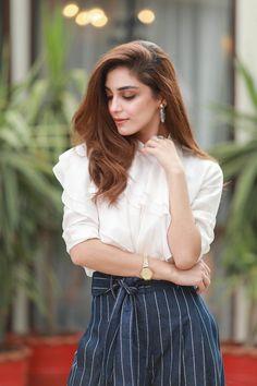 Pakistani Girl, Pakistani Actress, Bollywood Actress, Pakistani Dramas, Cute Girl Poses, Girl Photo Poses, Beautiful Celebrities, Beautiful Actresses, Girl Pictures