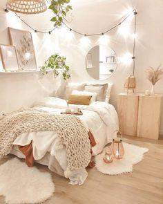 Apartment Bedroom Decor, Boho Bedroom Decor, Room Ideas Bedroom, Small Room Bedroom, Bedroom Inspo, Bedroom Wall, Bedroom Rugs, Master Bedroom, Bright Bedroom Ideas