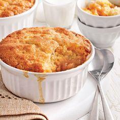 Ce dessert typiquement québécois à base d'aliments simples et peu coûteux est devenu un véritable classique de la cuisine familiale. Cette version avec sirop d'érable rend ce dessert encore plus divin!