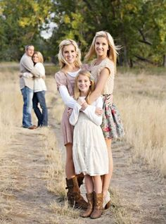 Photography poses family group shots sibling photos 57 ideas for 2019 Family Portrait Poses, Family Picture Poses, Fall Family Pictures, Photo Couple, Family Photo Sessions, Family Posing, Family Pics, Older Family Photos, Family Photo Shoots