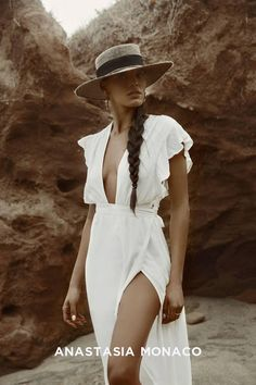 Fashion Shoot, Look Fashion, Editorial Fashion, Fashion Outfits, Beach Poses, Beach Shoot, Desert Fashion, Beach Fashion, Beach Editorial