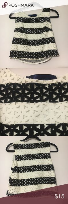FRANCESCA'S BLK AND WHITE TANK FRANCESCA'S BLACK AND WHITE TEXTURED TANK. Only worn a couple of times, perfect condition! Super cute to wear going out! Slightly cropped💕 Francesca's Collections Tops Tank Tops