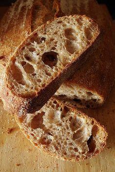 Друзья, расскажу вам про хлеб, который пекла недавно на газировке и на обычной воде. В общем-то, ничего экстраординарного, повседневный, ненавязчивый и довольно простой хлеб, но при этом очень вкусный и пышный. Конечно, есть хлеба и поизысканнее, только я чаще всего все равно пеку этот простой и вкусный хлеб :)