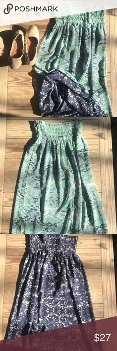 Cabi reversible skirt Excellent like new!  Switch up with green or blue CAbi Skirts Midi
