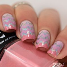 Inspiration on chevrons nails by Melyne Nail-art. Check out more Nails on Bellashoot. Chevron Nails, Pink Nails, Great Nails, Cute Nails, Bio Sculpture Gel Nails, Becoming A Makeup Artist, Spirit Finger, Les Nails, Nails 2016