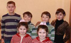 На первый взгляд деревня Великая Копаня, что в Закарпатье (Украина), ничем не отличается от сотен таких же селений. Однако о ней регулярно упоминают местные и мировые издания. Дело в том, что в этой деревне живет 61 пара близнецов. В каждой пятой семье можно найти двойняшек.