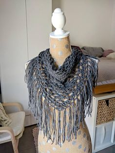 **Printable instructions, NOT A FINISHED ITEM*** Make this quintessential boho crochet fringe scarf with a beginner-intermediate, step by step (with pictures!) pattern. Youll love the stylish triangle shape, intricate mesh and festive fringe! Use your favorite light worsted weight to dk
