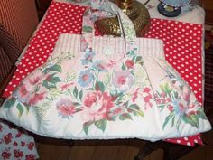 Vintage Bag Purse TABLECLOTH Fabric chic Roes floral excelllent cottage flowers #prettybag
