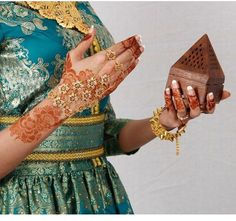Gorgeous henna design.  Kaveri cones are a great way to duplicate the color!