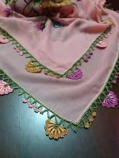 This post was discovered by Gū Knitted Poncho, Knitted Shawls, Lace Flowers, Crochet Flowers, Saree Tassels, Needle Tatting, Needle Lace, Knit Shoes, Lace Earrings