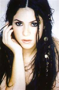 I like the coins in Shakira's hair here. And, how cool does Shaki look with her natural black hair??