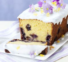 Lemon curd & blueberry loaf cake - delicious with extra lemon curd and yogurt as a pud, or serve with a cuppa Bbc Good Food Recipes, Baking Recipes, Lemond Curd, Blueberry Loaf Cakes, Lemon Curd Cake, Lemon Loaf, Cheesecake Toppings, Pecan Cheesecake, Cheesecake Squares