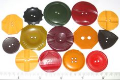 BAKELITE-CELLULOID-Early-Plastic-WAFER-BUTTONS-Collectibles