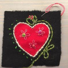 Kan inte låta bli... #yllebroderi #brodera #broderavadduvill #ull #hjärta #jul #Christmas #kärlek