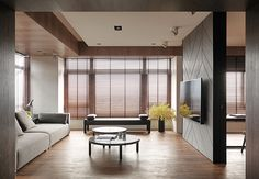 Great feature wall for TV, wood paneling, herringbone,宜蘭 41 坪人文風住宅 - DECOmyplace