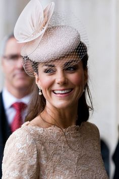 Kate Middleton. How to wear a hat