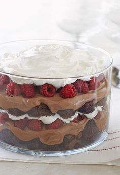 Serve up our delicious Chocolate-Raspberry Trifle recipe. This Chocolate-Raspberry Trifle is the perfect combination of dessert flavors and textures. Layered Desserts, Easy Desserts, Delicious Desserts, Yummy Food, Delicious Chocolate, Yummy Yummy, Trifle Desserts, Dessert Recipes, Cheesecake Trifle
