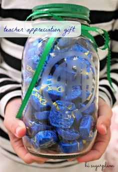 Teacher appreciation gift etched monogrammed jar hi sugarplu Easy Teacher Gifts, Teacher Christmas Gifts, Teacher Appreciation Gifts, Christmas Crafts, Xmas, Cute Gifts, Diy Gifts, Preschool Gifts, Teacher Favorite Things