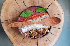 Goji Berry Acai Bowl Superfood photo by Ella Olsson ( on Unsplash Acai Berry, Smoothie Bowl, Menu Vegan, Paleo Vegan, Granola, Açai Bowl, Goji, Health 2020, Increase Milk Supply