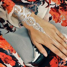 Temporary Metallic Flash TattooGOLD HENNA, حنا, GOLD MEHNDI ,حِنَّاء More Pins Like This At FOSTERGINGER @ Pinterest