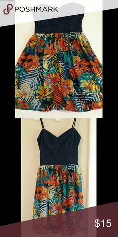 Strapless Tropical Dress This dress is navy at the top, and has a gorgeous tropical print skirt. The colors are really bright & great for summer! It's in excellent condition. Size medium, but could also fit a small too. Dresses