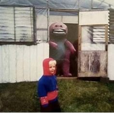 14 Cursed Images To Remind You We Live In A Twisted Dystopia is part of humor - Cheezburger com Crafted from the finest Internets Creepy Images, Creepy Photos, Weird Pictures, Reaction Pictures, Memes Lol, Stupid Funny Memes, Haha Funny, Funny Fails, Funny Humor