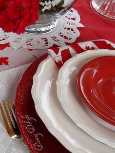 White and red colors, national symbols and creative craft ideas help bring the Canada Day spirit into Canadian homes and design unique and beautiful holiday table decorations and centerpieces Canada Day Crafts, Canada Day Party, Canada Holiday, Happy Canada Day, Centerpieces, Table Decorations, Bbq Party, July 1, Time To Celebrate