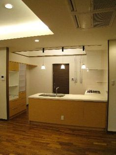 L型キッチン+食器棚:CASA オーダーキッチン、オーダー家具 Bathroom Lighting, House Plans, Bathtub, Mirror, Kitchen, Furniture, Home Decor, Bathroom Light Fittings, Standing Bath