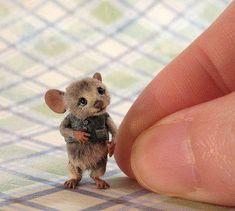 Gotta love this mouse.All made of felt! Needle Felted Animals, Felt Animals, Needle Felting, Cute Animals, Cute Mouse, Mini Mouse, Felt Mouse, Cute Little Things, Felt Art