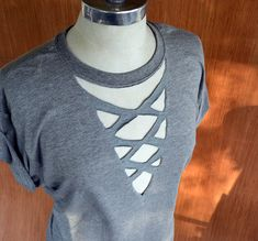 Summer is Coming and Tee Shirts will be a staple in our summer wardrobe. One of my favorite things to do is re-design simple tees t. Zerschnittene Shirts, Diy Cut Shirts, Tie Dye Shirts, T Shirt Diy, How To Cut Tshirt, Cut Tshirt Ideas, T Shirt Hacks, Cross Shirts, Diy Cutout Shirt