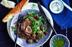 Red-wine-braised veal osso bucco, a classic one pan roast Slow Cooker Recipes, Beef Recipes, Cooking Recipes, Easy Cooking, Cooking Time, Italian Recipes, Veal Osso Bucco, Beef Cheeks, Fast And Slow