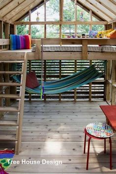 Es gibt keine kleinen Projekte - Paula Lesniak There are no small projects Dain Playhouse Fertiges Interieur 01 Beautiful Tree Houses, Cool Tree Houses, House Ladder, Loft House, Kids House, Tree House Interior, Tree House Plans, Tree House Designs, Backyard For Kids