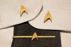 """Follow the style of the great captains of the Starflett. Stainless steel gold plated tie clip and cufflinks inspired on the TV series """"Star Trek"""". https://www.etsy.com/listing/154281107/star-trek-tie-clip-and-cuff-links"""