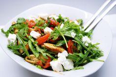 Salat mit Hühnerstreifen und Schafkäse