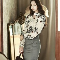 High neck hole flower printing Blouse  luxury blouse dint 딘트