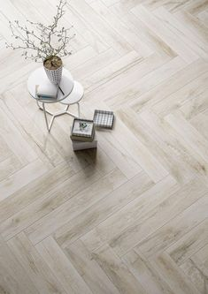 Wood Effect Tiles, Wood Tile Floors, Wood Look Tile, Parquet Flooring, Kitchen Flooring, Ceramic Floor Tiles, Bathroom Floor Tiles, Floor Design, House Design