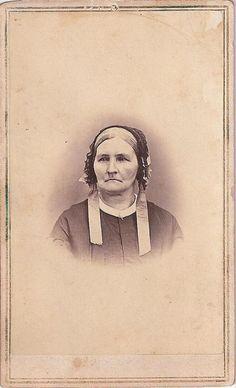 CIVIL WAR ERA CDV,PHOTO OF ELDERLY LADY W/ ORNATE BONNET