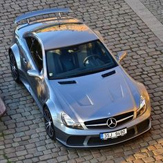 Less weight, more power. The Mercedes-Benz SL65 AMG Black Series