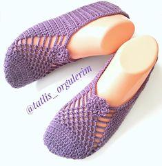 💜💜💜 Ah bu model ah sayemde ne meşhur oldun😉☺️😀 . Crochet Boots, Crochet Baby Shoes, Crochet Slippers, Knitted Baby Clothes, Crochet Clothes, Crochet Doilies, Crochet Stitches, Knitting Socks, Baby Knitting