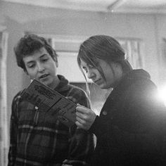 Bob Dylan & Suze Rotolo c. 1962 Photo by Joe Alper Bob Dylan, Miles Davis, John Lennon Beatles, The Beatles, Chief Justice Roberts, Joe Strummer, Joan Baez, Idole, Kellin Quinn