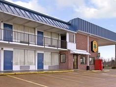Sardis (MS) Super 8 Sardis Hotel United States, North America Super 8 Sardis Hotel is perfectly located for both business and leisure guests in Sardis (MS). Both business travelers and tourists can enjoy the hotel's facilities and services. Disabled facilities, car park, business center, Wi-Fi in public areas are on the list of things guests can enjoy. Each guestroom is elegantly furnished and equipped with handy amenities. Take a break from a long day and make use of outdoor ...
