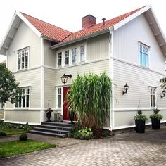 Exterior Colors, Exterior Design, Interior And Exterior, House Slide, Swedish House, Curb Appeal, Outdoor Gardens, Beautiful Homes, Building A House