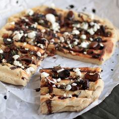 This mushroom & goat cheese grilled flatbread gets a rich, smoky flavor from a cast iron grill pan and is topped with a balsamic glaze | Life as a Strawberry