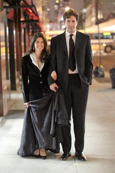 When they crossed the street, he was carrying her dress for her—just like this.